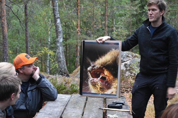 Retkellä nautitaan piknik ateria suomalaiseen tapaan. Vätämme kertakäyttöastioiden käyttöä, koska haluamme tehdä retket luontoa säästäen.